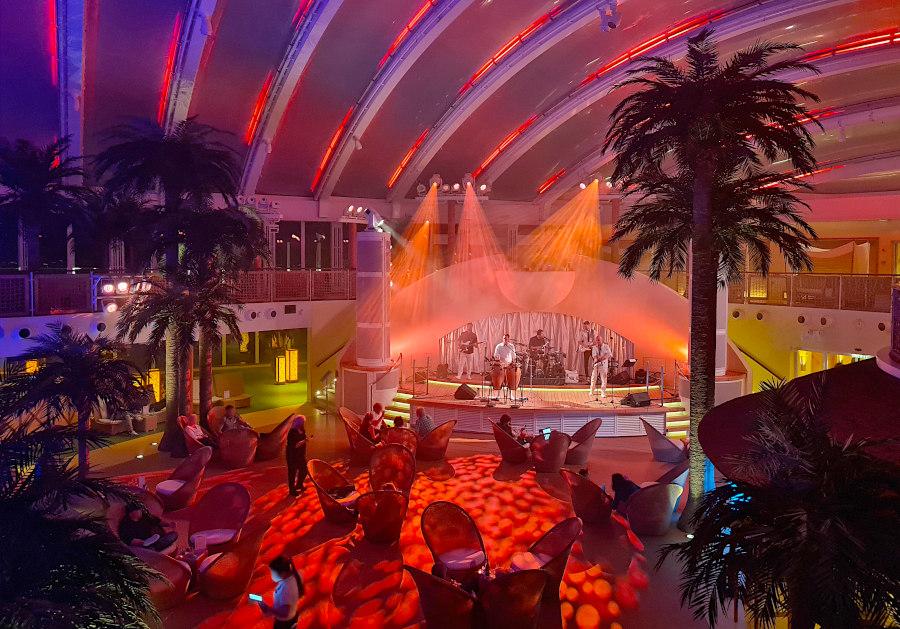 Abendprogramm im Beach Club auf AIDAperla