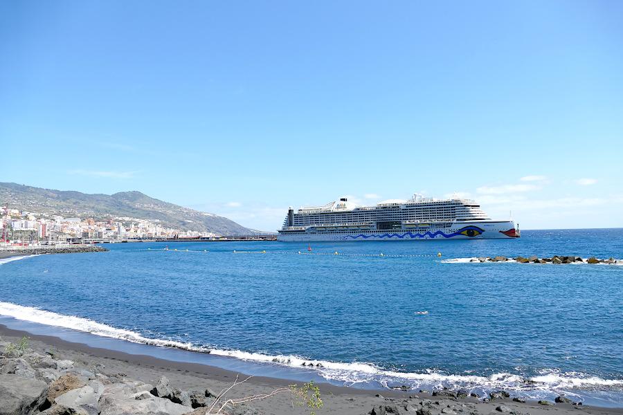 AIDAperla im Hafen von Santa Cruz de La Palma