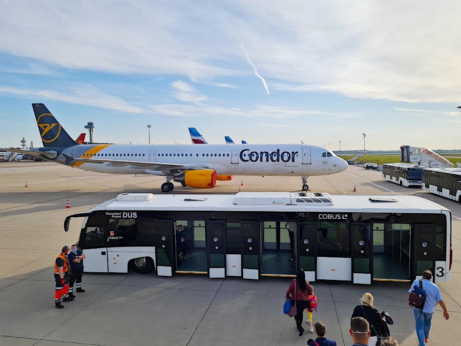 Bus-Shuttle zum Ankunfts-Flughafenterminal in Düsseldorf
