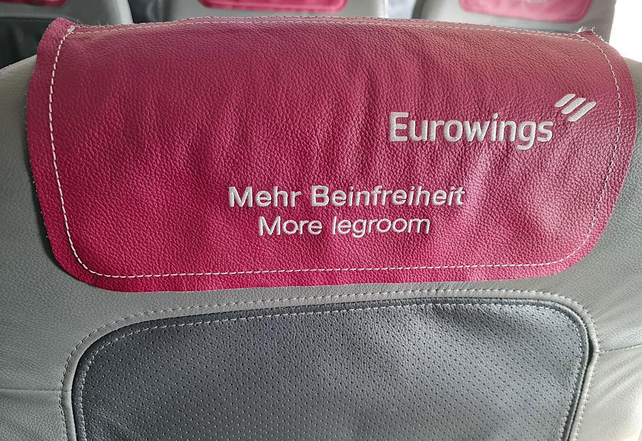 Eurowings-Platzhinweisschild auf mehr Beinfreiheit