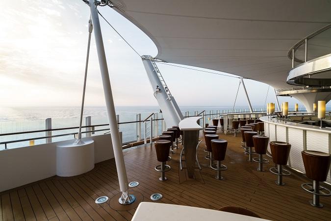 Die Lanai Bar auf AIDAperla und prima - für viele der schönste Ort an Bord!