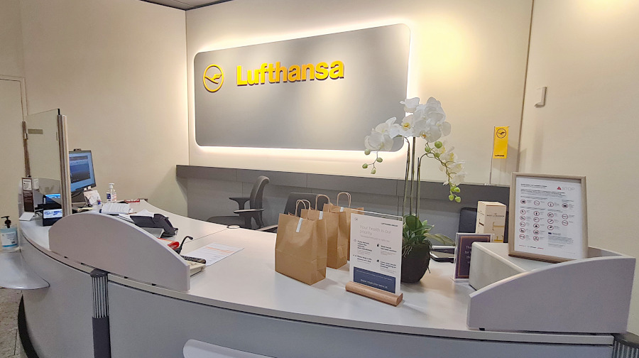 Empfangstresen der Lufthansa Business Lounge Athen
