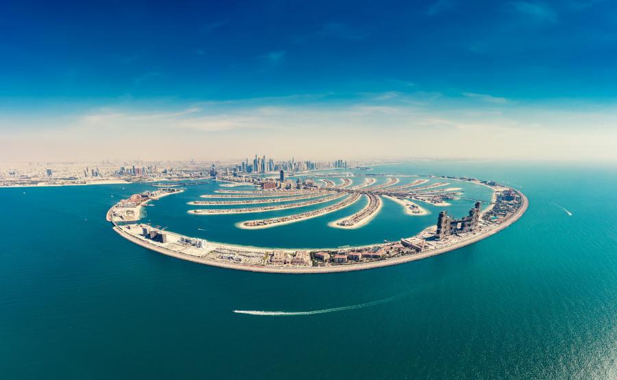 Luftaufnahme der spektakulären und künstlisch erschaffenen Palm Jumeirah in Dubai