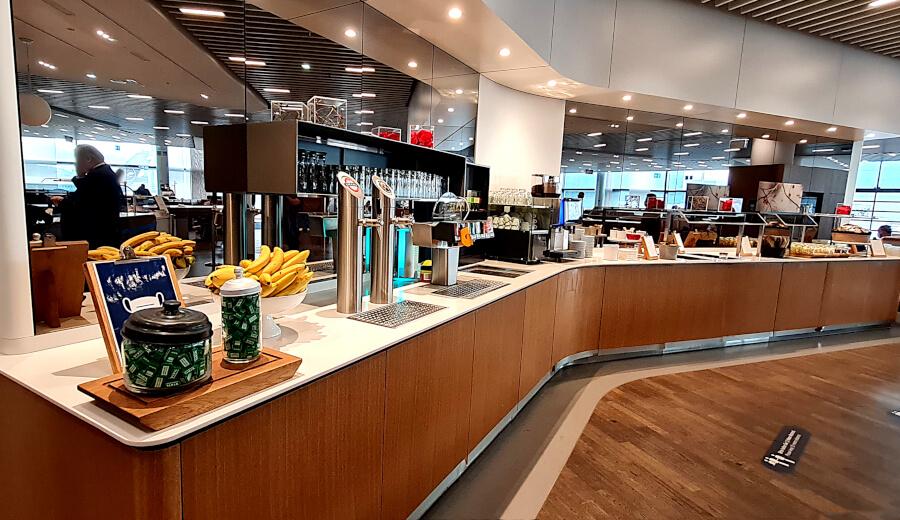 Buffet Lufthansa Business Class Lounge A 13 in Frankfurt