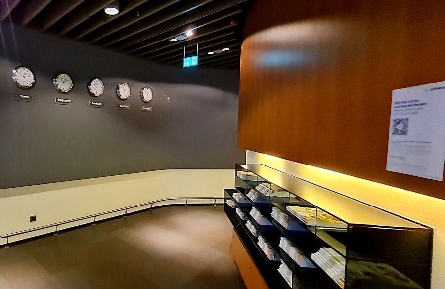 Magazinauslage in der Lufthansa Business Class Lounge A26 in Frankfurt