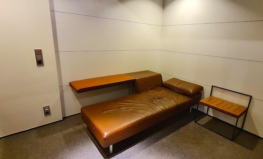 Abschließbare Ruheräume in der Lufthansa Business Class Lounge A 26 in Frankfurt