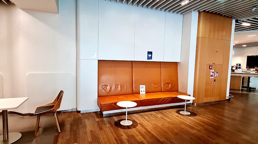 Sitzgelegenheiten in der Lufthansa Business Class Lounge A 13 in Frankfurt