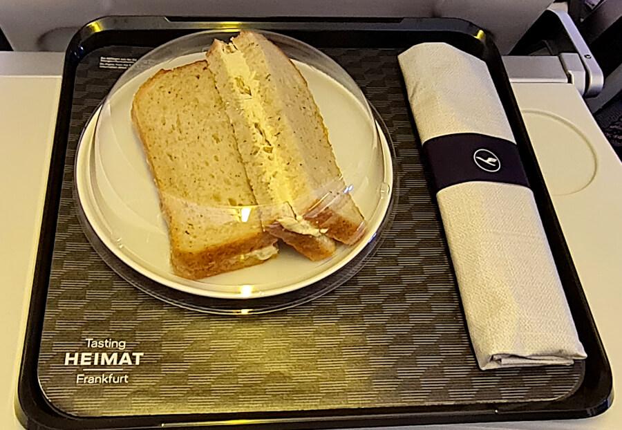 Wenig ansprechendes Tasting Heimat-Tablett in der Lufthansa Business Class Kurzstrecke